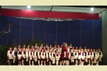 A zetelaki gyermekkórus szereplése a tanévzáró ünnepélyen- 2013- ban